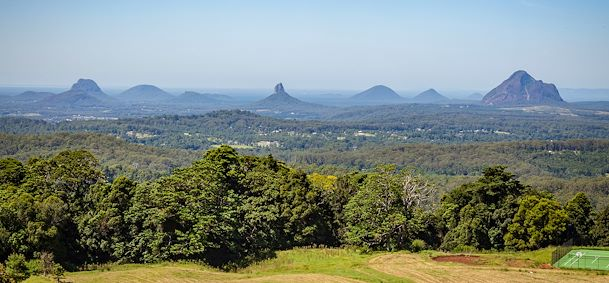 Photo Glass House Mountains