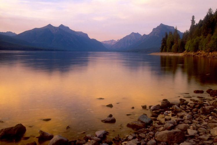 Lake Mac Donald. - Travel Montana