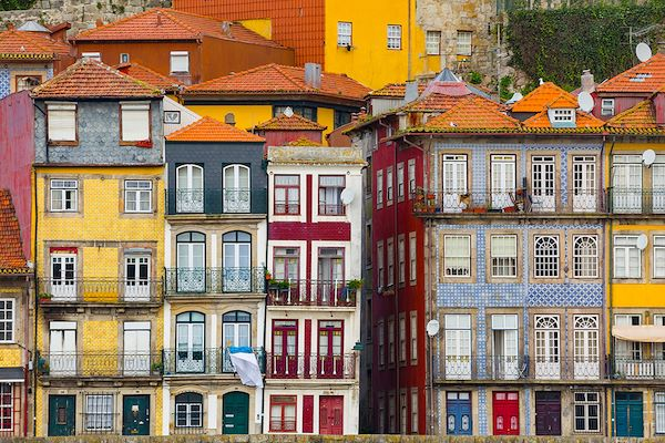 Architecture traditionnelle du quartier Ribeira, centre historique - Porto - Portugal - aiisha/stock.adobe.com