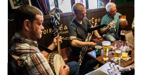 Concert de musique traditionnelle dans un pub de Galway - Irlande